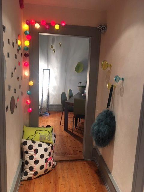 Sélection de revêtements muraux, décoration et agencement d'un appartement style haussmanien à Colmar par Inspiration Design : Décoratrice UFDI Colmar (vue du couloir)