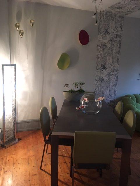 Sélection de revêtements muraux, décoration et agencement d'un appartement style haussmanien à Colmar par Inspiration Design : Décoratrice UFDI Colmar (vue sur la salle à manger)