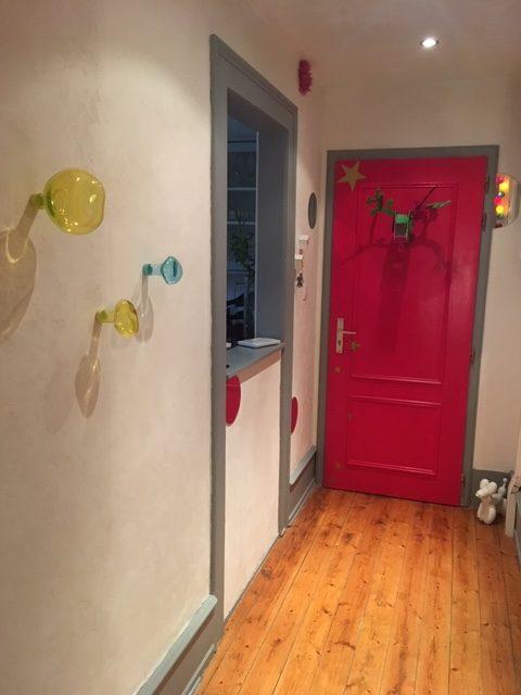 Mise en peinture, décoration et agencement d'un appartement style haussmanien à Colmar par Inspiration Design : Décoratrice UFDI Colmar (vue de la porte d'entrée)