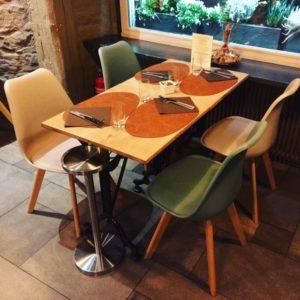 Sélection d'un nouveau mobilier, décoration et agencement d'un restaurant à Colmar par Inspiration Design : décoratrice UFDI à Colmar (vue d'une table rectangulaire)