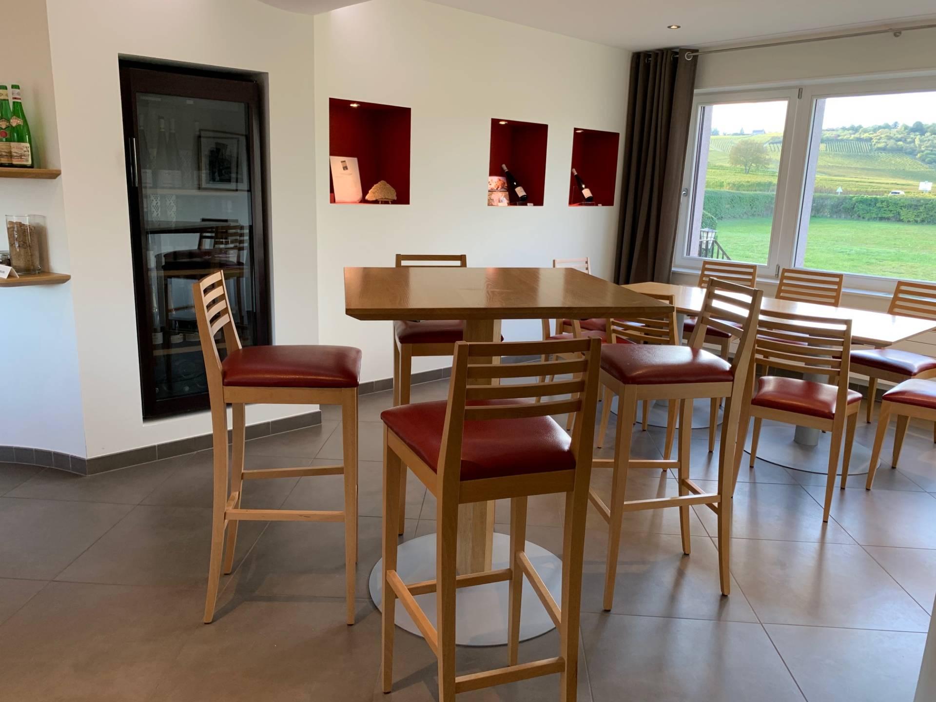 Choix des revêtements, aménagement et décoration d'une salle de dégustation d'un domaine viticole par Inspiration Design : Décoratrice UFDI à Colmar
