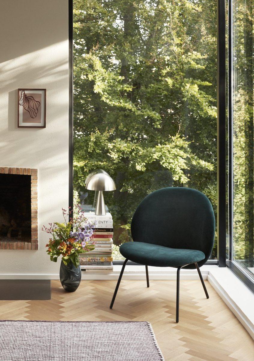 Un fauteuil douillet velours, en vente chez Inspiration Design