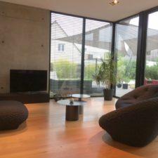 Choix du mobilier et mise en scène de l'espace salon, vue d'ensemble par Inspiration Design : Décoratrice UFDI à Colmar
