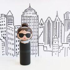 Poupée en bois Audrey Hepburn H14,5cm : 46€ chez Inspiration design à Colmar